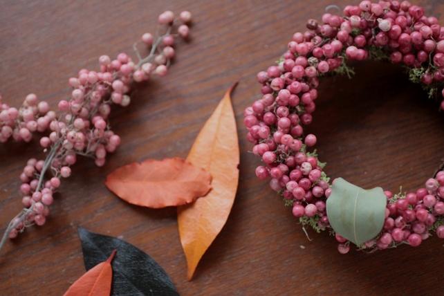 ワークショップ・ペッパーベリーの赤いリース