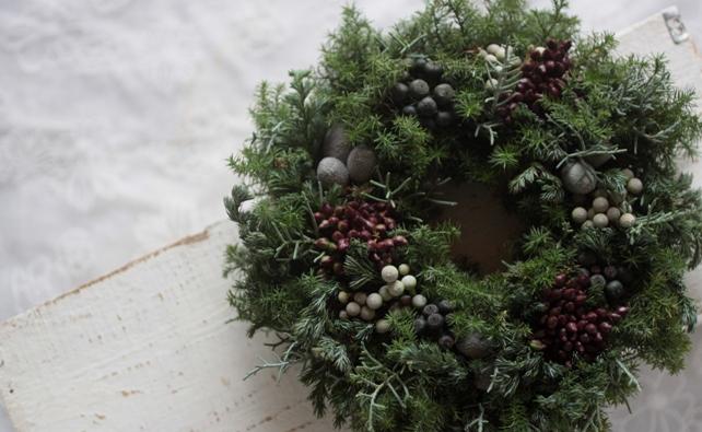 生花・リース・実ものたっぷり針葉樹のクリスマスリース