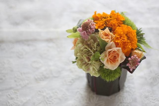 アレンジ・生花・葉っぱの器・オレンジ