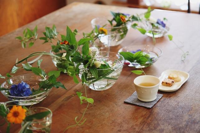 ワークショップ風景・ガラスの器で花あそび3