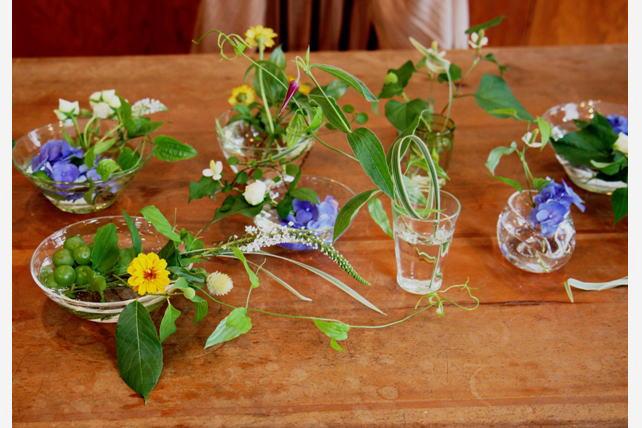 ワークショップ風景・ガラスノウツワで花あそび6