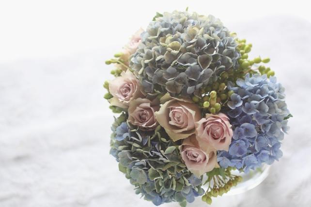 花束/生花/紫陽花とバラと実2