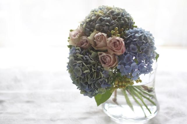 花束/生花/紫陽花とバラと実