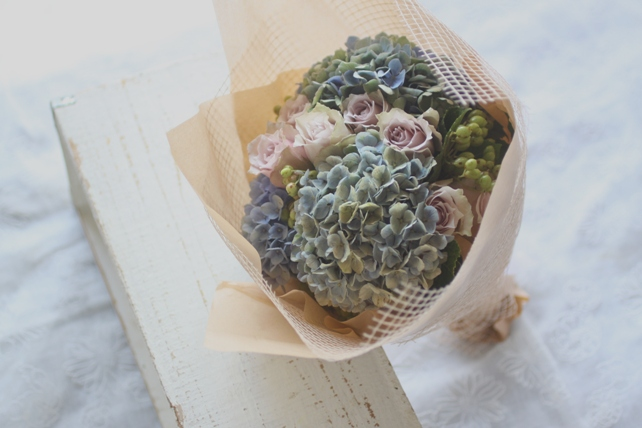 花束/生花/紫陽花とバラと実3