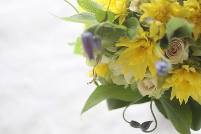 花束(生花)向日葵とクレマチスの夏ブーケ2