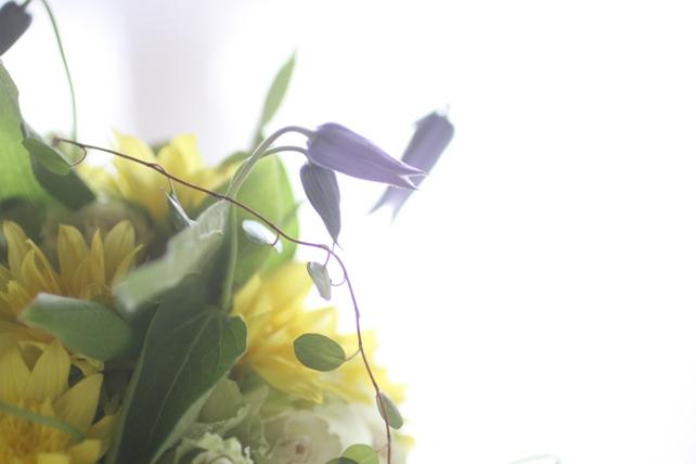 花束(生花)向日葵とクレマチスの夏ブーケ3