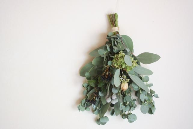 スワッグ(生花)ユーカリと紫陽花と実もののスワッグ