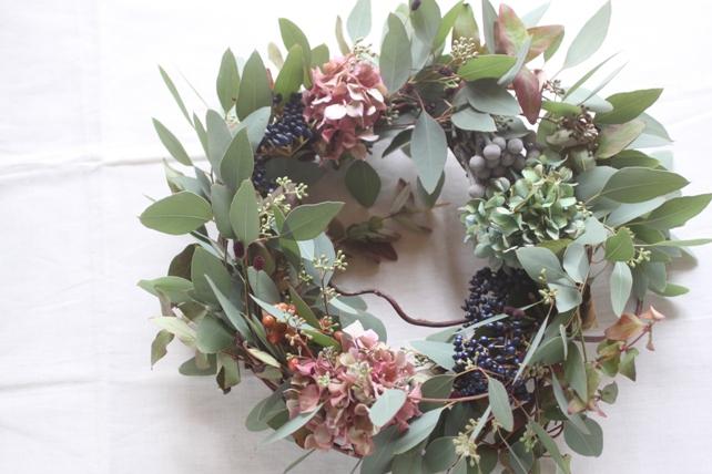 リース(生花)ユーカリと枝、実もののナチュラル蔓リース