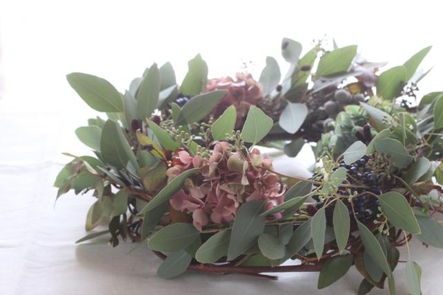 リース(生花)ユーカリと枝、実もののナチュラル蔓リース2