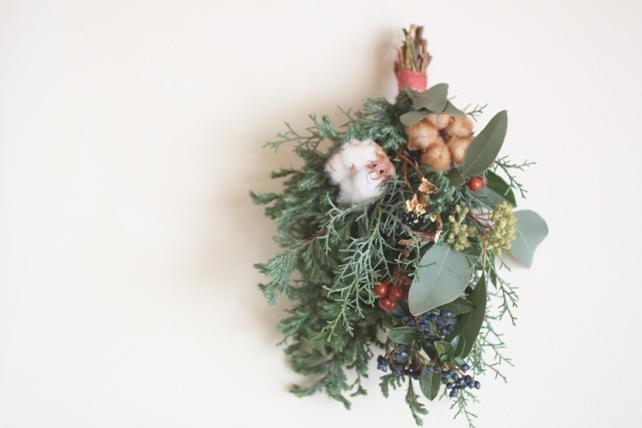 スワッグ(生花)針葉樹と実ものとコットン