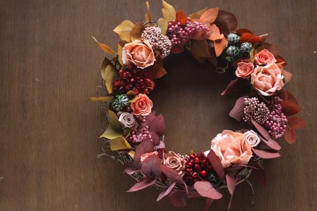 リース(プリザーブドフラワー)紅葉した葉とバラの秋リース