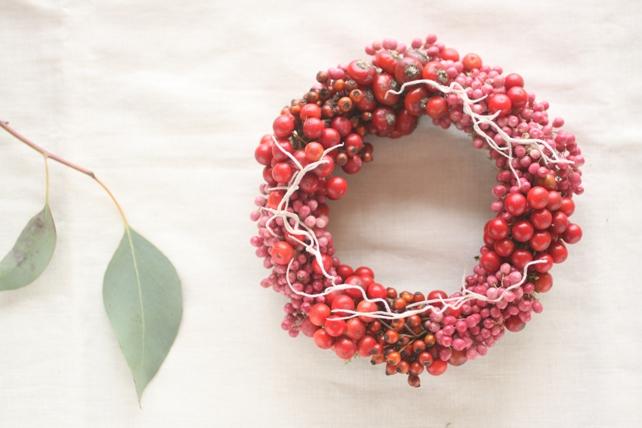 リース(生花)赤い実を集めたリース