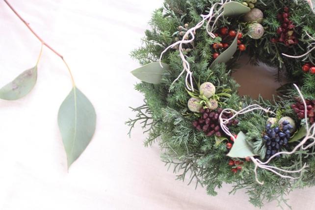 リース(生花)針葉樹と実ものたっぷりの冬リース