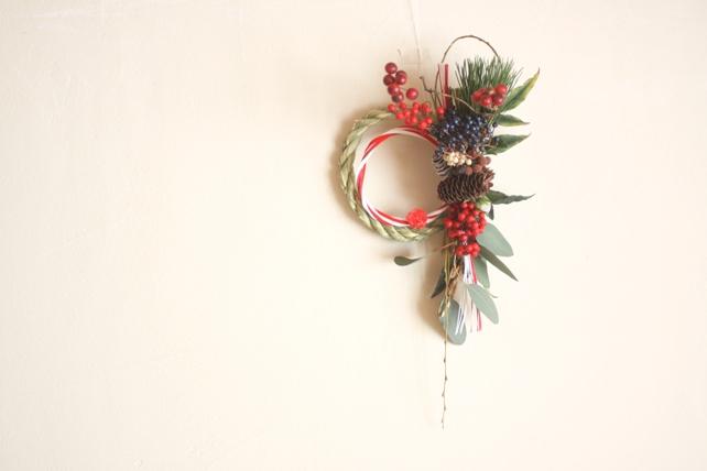 しめ飾り(生花)松や南天、たっぷり実もののしめ飾り