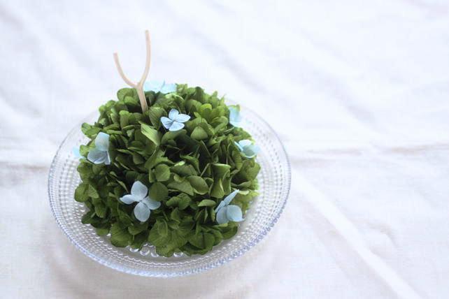 リングピロー(プリザ)青を散りばめた紫陽花のリングピロー(ガラスの器)