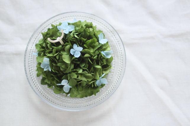 リングピロー(プリザ)青がポイントの紫陽花のリングピロー(ガラスの器)