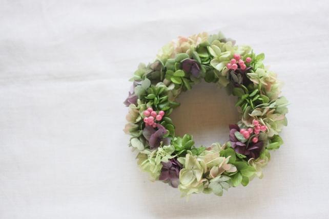リース(プリザーブドフラワー)紫陽花とペッパーベリー