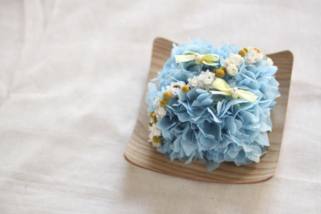 リングピロー(プリザーブドフラワー)青の紫陽花のリングピロー(木の器)