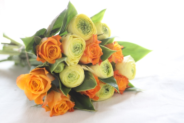 花束(生花)一輪花・ラナンキュラスとバラ2