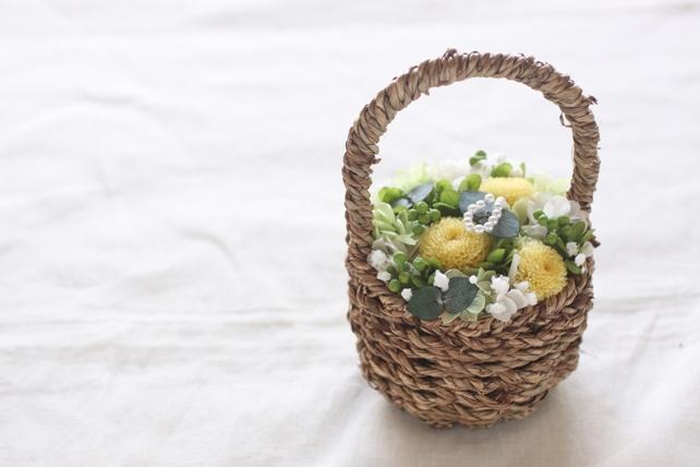 リングピロー(プリザーブドフラワー)紫陽花とかすみ草のバスケットタイプ