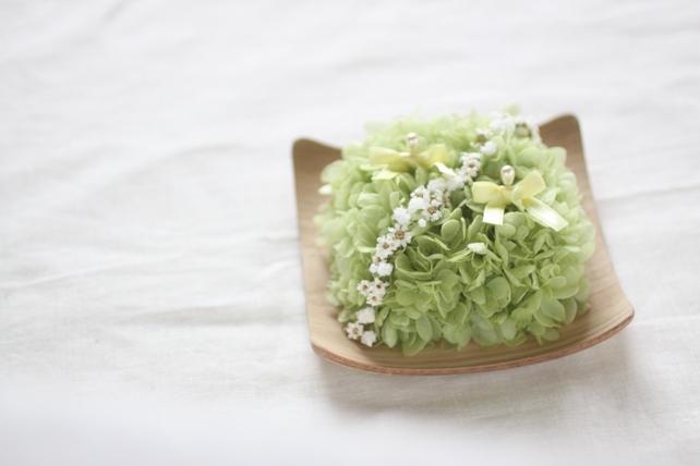 リングピロー(プリザーブドフラワー)紫陽花のリングピロー、木の器