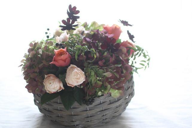 アレンジ(生花)アンティークな雰囲気の紫陽花とバラ