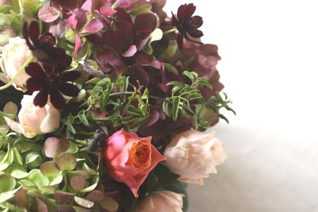 アンティークな雰囲気の紫陽花とバラ3