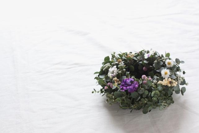 リース(生花)グニユーカリと小花の春リース
