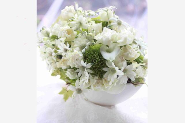 アレンジ(生花)白の花を集めて