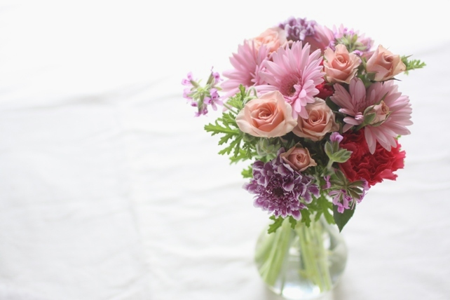花束(生花)ピンクの花を集めて可愛らしく
