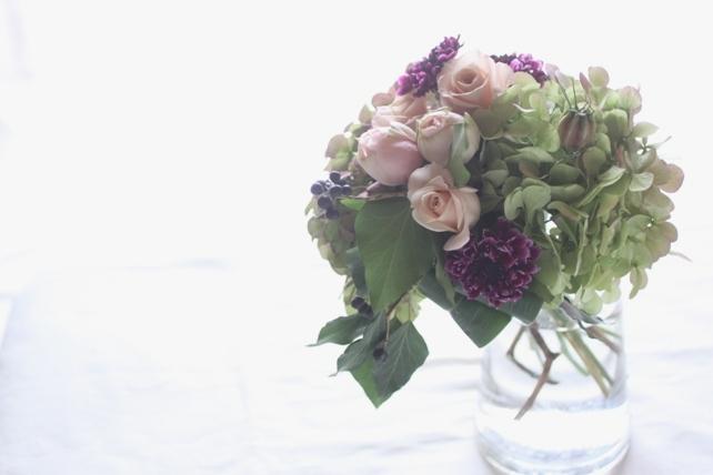 花束(生花)紫陽花とバラでシックに
