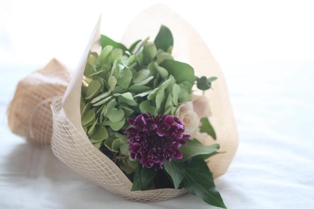花束(生花)紫陽花とバラのシックな花束2