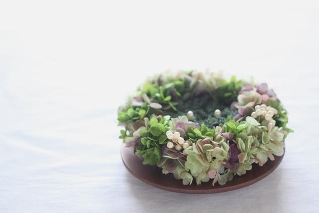 リングピロー(プリザーブドフラワー)リース型、紫陽花とホワイトペッパー