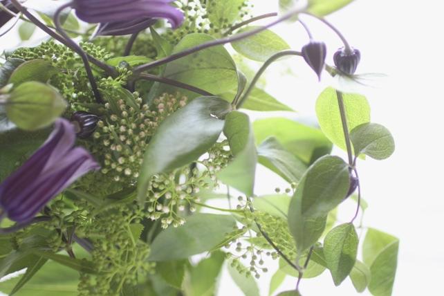 花束(生花)クレマチスとグリーンのさりげない花束3