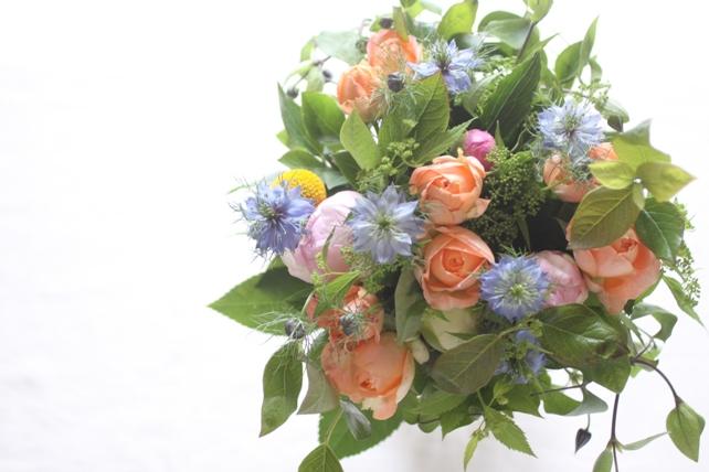 花束(生花)ご両親への贈呈用花束オレンジ×ブルー系