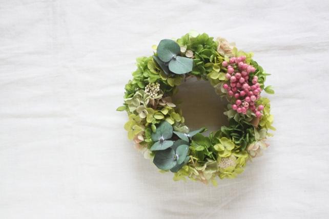 リース(プリザーブドフラワー)紫陽花とユーカリとペッパーベリー2