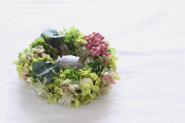 リース(プリザーブドフラワー)紫陽花とユーカリとペッパーベリー