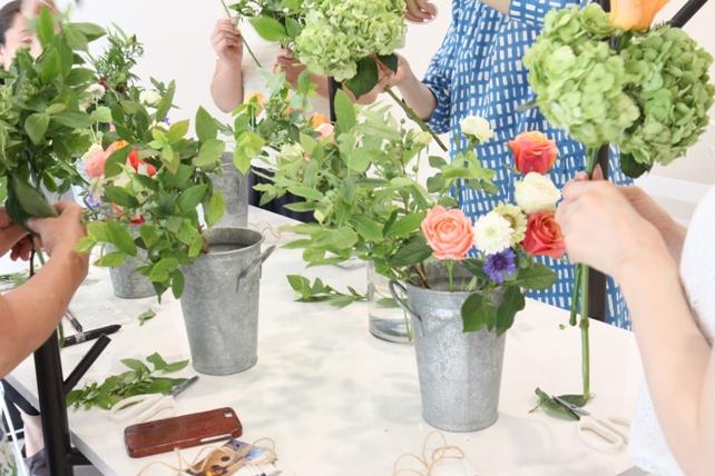 ワークショップ風景・紫陽花とバラのブーケづくり4