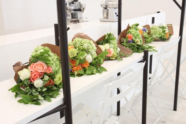ワークショップ風景・紫陽花とバラのブーケづくり