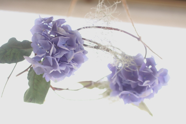 リース(生花)紫陽花とスモークツリーの吊るリース