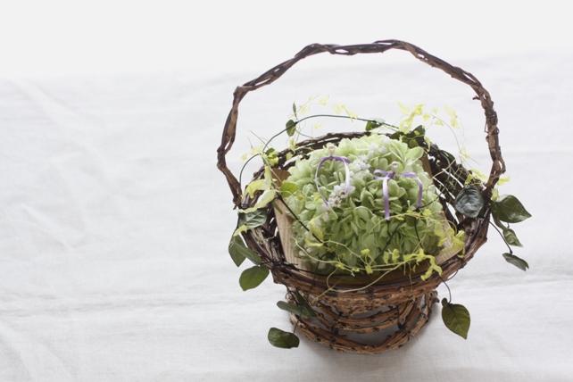 リングピロー(プリザーブドフラワー)バスケットタイプのナチュラルな紫陽花のリングピロー