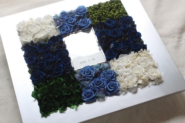 ウェルカムボード(プリザーブドフラワー)ロイヤルブルーと白とグリーン、フォトフレーム付きウェルカムボード2