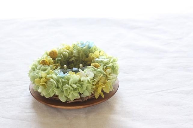リングピロー(プリザーブドフラワー)リース型、淡い緑と黄色2