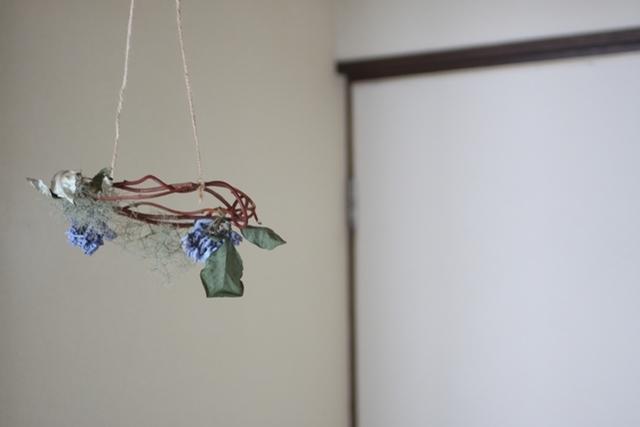 リース(生花)紫陽花とスモークツリーの吊るリース2