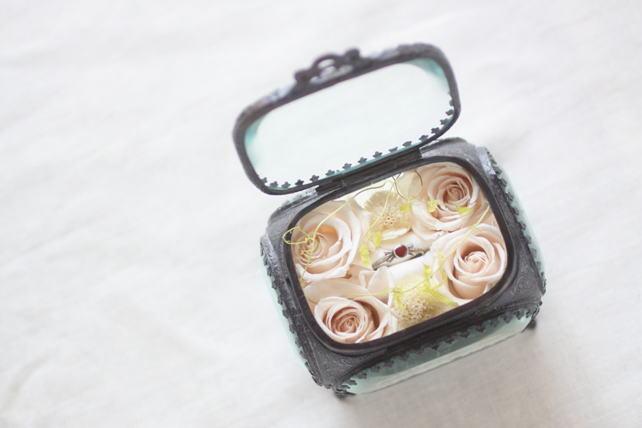 リングピロー(プリザーブドフラワー)婚約指輪用のジュエリーボックス