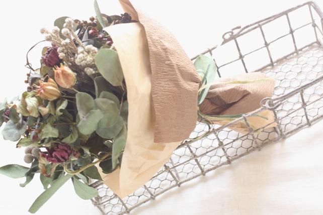 花束(ドライフラワー)紫の入ったシックな花束2