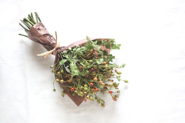 花束(ドライフラワー)野ばらとドウダンツツジ