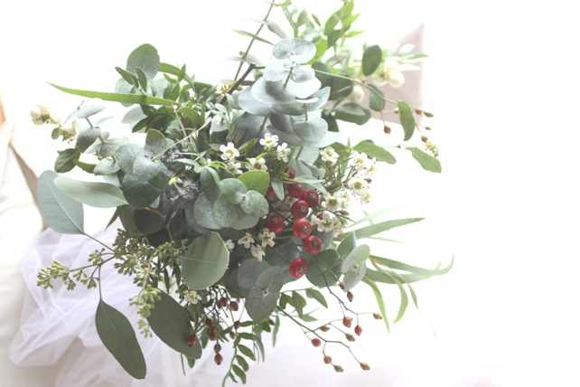 ブーケ(生花)ユーカリと実もののナチュラルブーケ