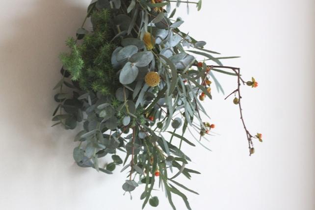 スワッグ(生花)ユーカリと針葉樹と実もの2