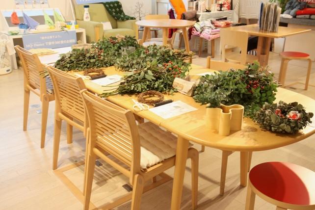 ワークショップ風景・ユーカリと布花のクリスマスリースづくり2